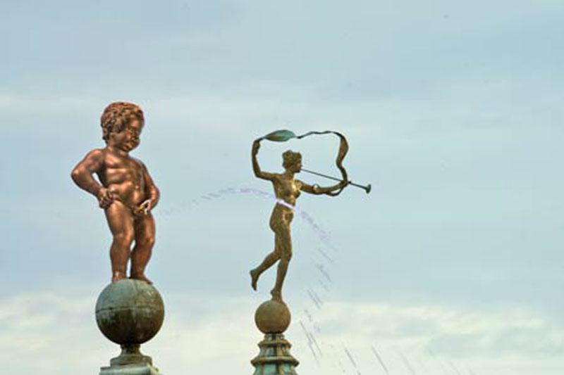 Vous visionnez les images des références : Manneken-Pis, l'enfant qui pleut